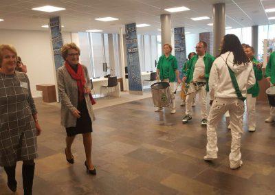 Samba Vivaz speelt in Blinden- en Doveninstituut met Prinses Margriet en Burgemeester Molkenboer