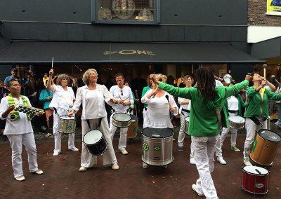 Optreden Samba Vivaz Straattheaterfestival Woerden Rijnstraat